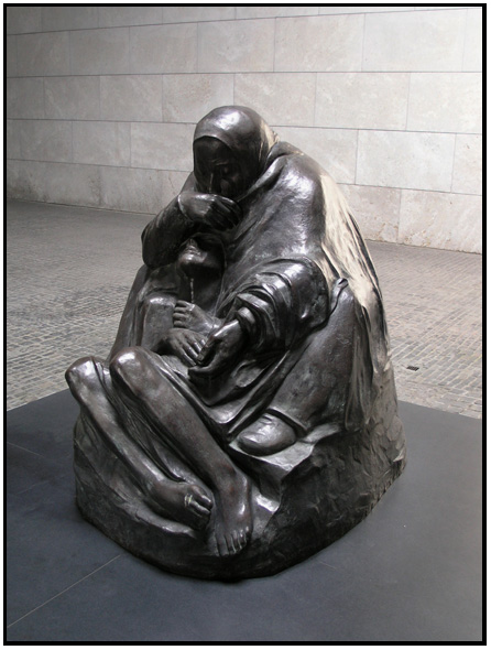 Sculpture: Mother with her Dead Son, by Kathe Kollwitz